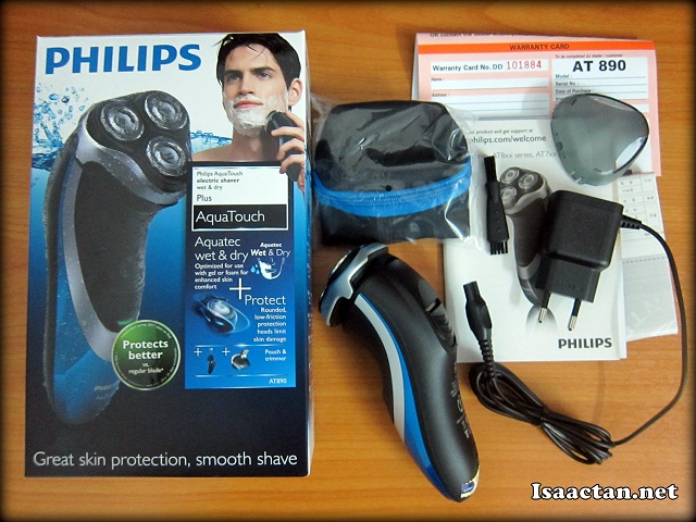 Philips Aquatouch AT890 unboxed; revealing its contents