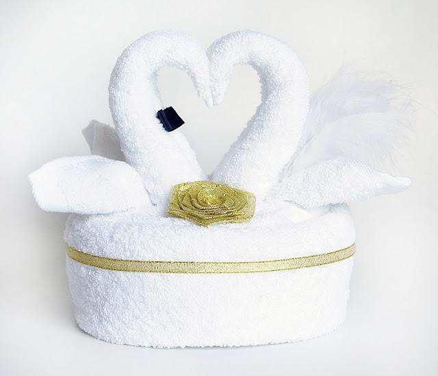 łabędzie z ręczników prezent na ślub