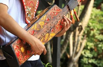Alat Musik Sape Khas Suku Dayak