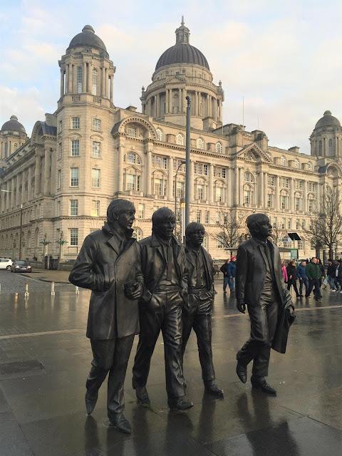 estátua dos Beatles, em Liverpool