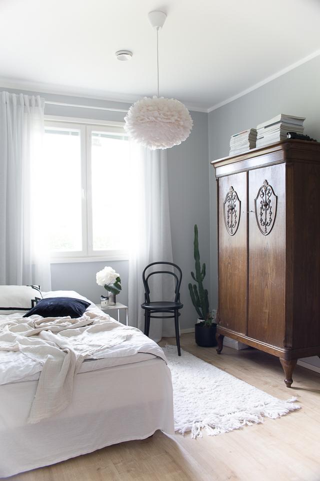 Villa H, vierashuoneen sisustus, TON-tuoli, makuuhuone, sisustus, vanha kaappi