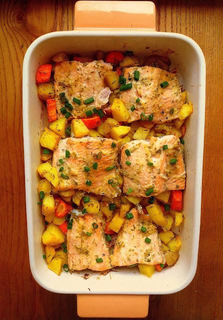 Łosoś w musztardowo-ziołowej marynacie / Baked Salmon with Mustard and Herbs