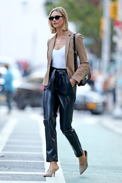 outfit pantaloni in pelle come abbinare i pantaloni in pelle idee outfit pantaloni in pelle how to wear leather pants how to combine leather pants faux leather pants leather pants street style outfit inverno 2020 tendenze inverno 2020 mariafelicia magno fashion blogger color block by felym