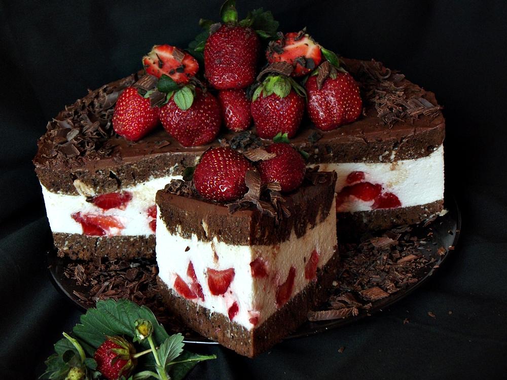 Tort cu crema mascarpone si glazura de ciocolata