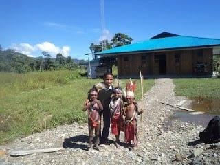 Martin Karakabu guru kampung dan blogger nwebie