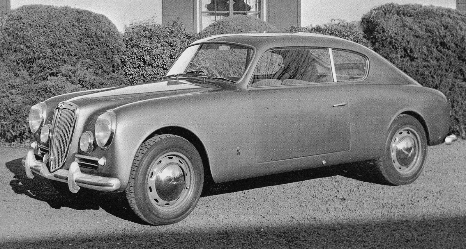 Car style critic felice boanos classic lancia aurelia b20 the later 1951 pininfarina pre production prototype looks the same from this front three quarter angle aside from the farina badge on the front fender vanachro Choice Image