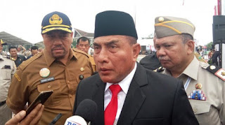 Sebut Sujud Risma Lebay, Edy: Kalau saya Walkot Surabaya, Eh Kepala kau yaa Saya Bilang