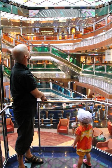 Lapsi hissi laiva aula upea