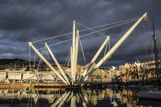 Il Bigo, the sculpture by Renzo Piano which is a centrepiece of his old harbour development