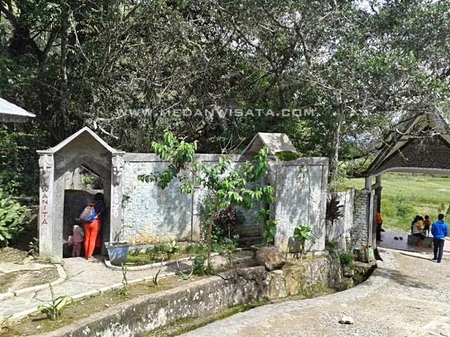 Berwisata ke Mata Air 7 Rasa Aek Sipitu Dai Samosir