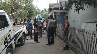 TNI, Polri Dan Satpol PP Dampingi Bawaslu Tertibkan APK di Situbondo