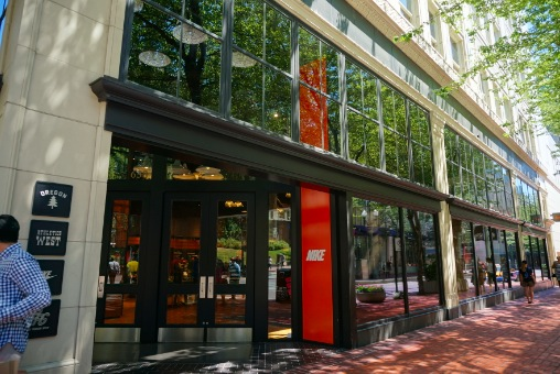 ポートランドのナイキ本店とアウトレット | Oishi in Canada