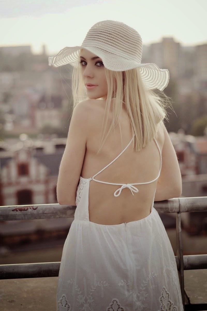 Biała, koronkowa sukienka