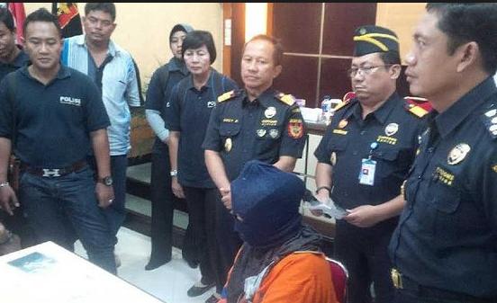 Miris,Pasangan Malaysia Tercyduk Bawa Sabu Dibandara KUALANAMU Yang Disembunyikan Dikemaluan Wanita.