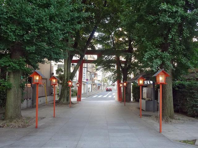 鳥居,灯篭,赤城神社,神楽坂,東京〈著作権フリー無料画像〉Free Stock Photos