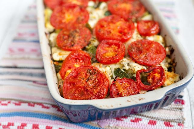 zapiekanka ziemniaczana z cukinia i pomidorami