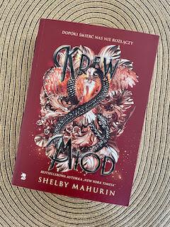 """""""Krew i miód"""" Shelby Mahurin, fot. paratexterka ©"""
