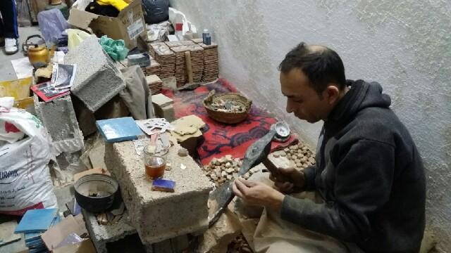 Proceso de la talla de las piezas para mosaicos