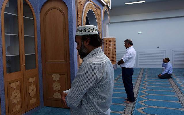 Οι πρώτοι μουσουλμάνοι προσευχήθηκαν μέσα στο τέμενος της Αθήνας