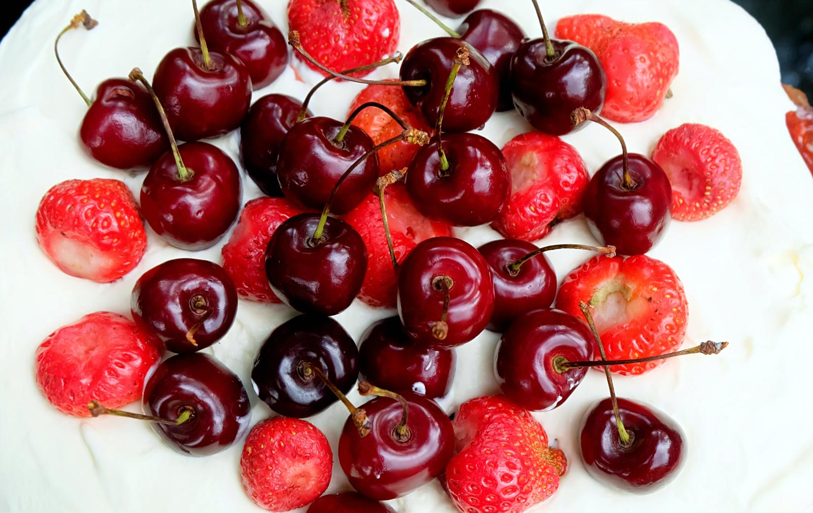 torcik jogurtowy z owocami lata - kuchnia Lidla