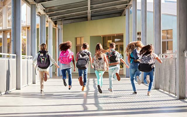 Χωρίς προϋποθέσεις θα γίνονται οι εγγραφές στα ολοήμερα προγράμματα των δημοτικών σχολείων, όπως προβλέπει η υπουργική απόφαση που αφορά την εγγραφή και φοίτηση μαθητών και μαθητριών και δημοσιεύτηκε στο ΦΕΚ.