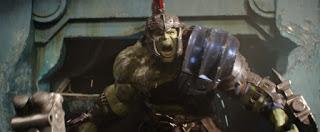 thor ragnarok: revelada la cama de hulk