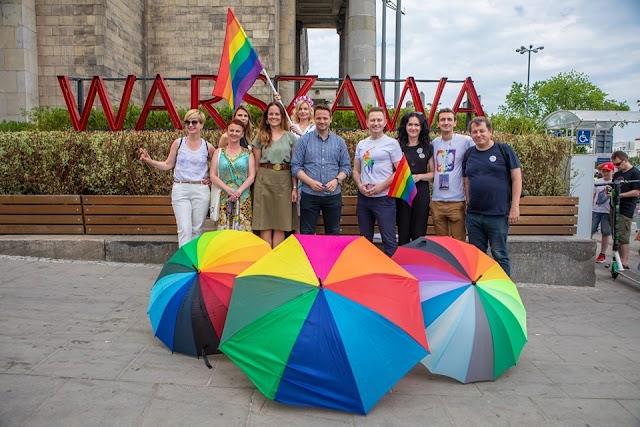 Parada Równości 2019 - różnorodna kolorowa słoneczna z udziałem prezydenta Warszawy