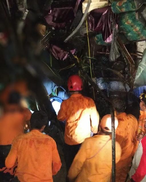 Evakuasi bus masuk jurang di Tobasa.