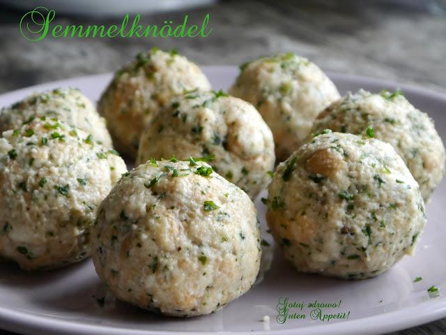 Semmelknödel i sos z mrożonych grzybów leśnych - Czytaj więcej »