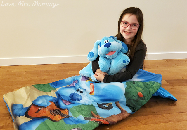 blue's clues & you unboxing video, blues clues and you toys, blues clues video, blues clues sleeping bag, thinking chair
