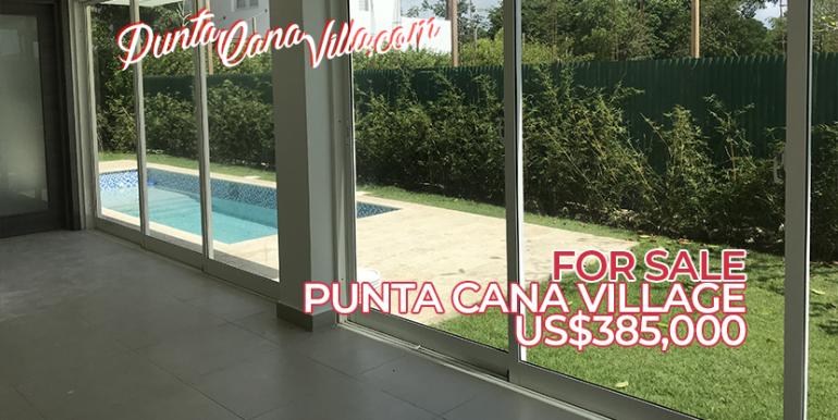 Casa en venta en Punta Cana con piscina y playa cerca.