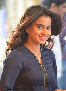 Dimple Chopde in Tamil movie Jeyikkira Kuthira 001.jpg