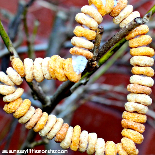 Easy cheerios bird feeders for toddlers and preschoolers. A fine motor skills activity for young kids. A fun and simple threading craft for a winter project.
