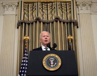"""Joe Biden contro Vladimir Putin: """"È un assassino, pagherà per le interferenze"""""""