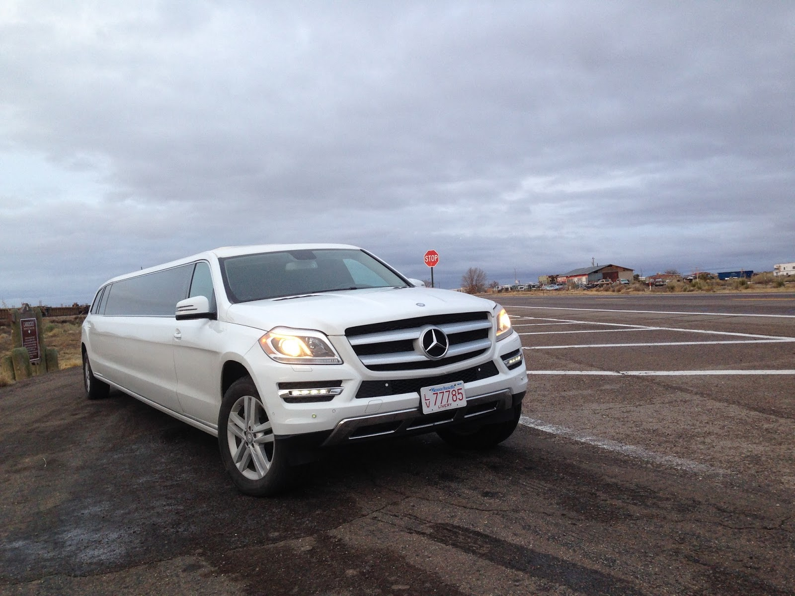Expo limo introduces new mercedes limousine for Mercedes benz limo