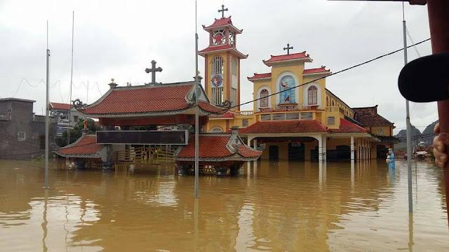 Nhiều ngôi Thánh Đường chìm trong nước lũ - Ảnh minh hoạ 12