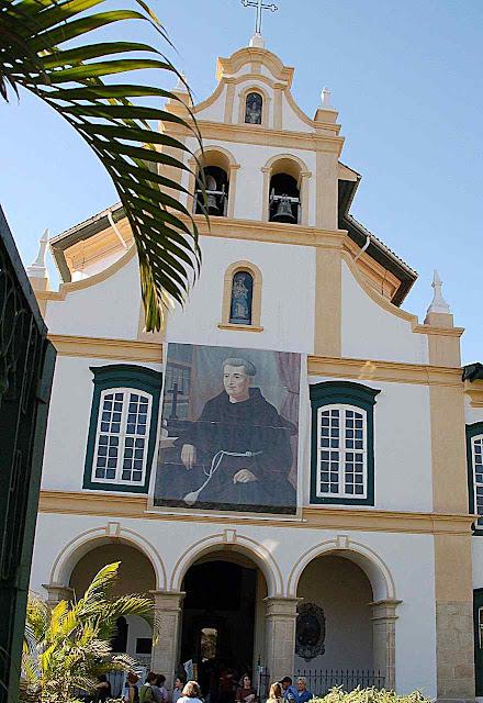 Porta principal da igreja do convento da Luz