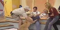 León ataca a bebé