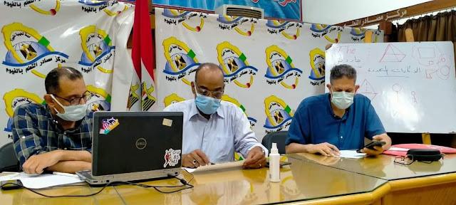 مدير تعليم الفيوم يتابع غرفة عمليات الامتحان التجريبي للثانوية العامة