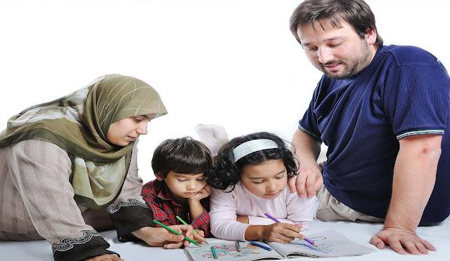 Peran Ayah BUKAN hanya Mencari Nafkah Saja, Melainkan juga dalam Mengasuh Anak