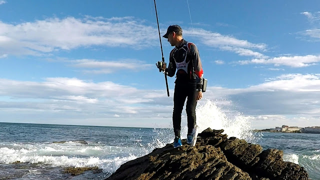 POSTURA - Caña de spinning Fisterra en acción de pesca
