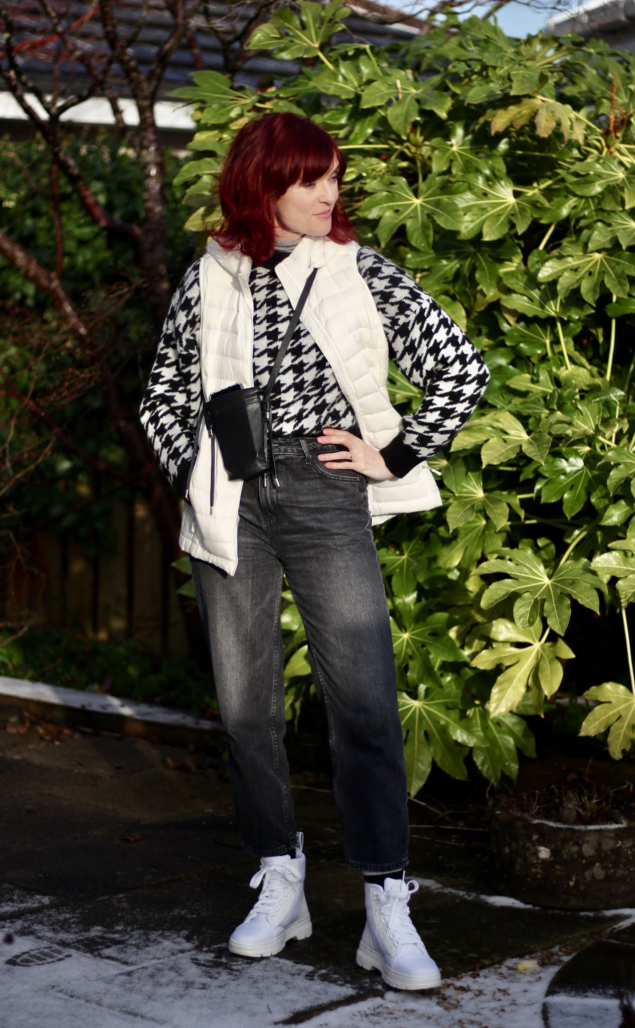 Houndstooth cropped Mom jeans white boots