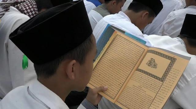 Peran Penting Kitab Kuning Sebagai Rujukan Alasan Harus Bermadzhab dan Taqlid Kepada Ulama