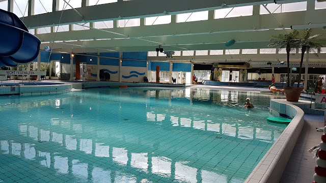 Das Schwimmbad auf dem Campingplatz Roompot Beach Resort in Kamperland
