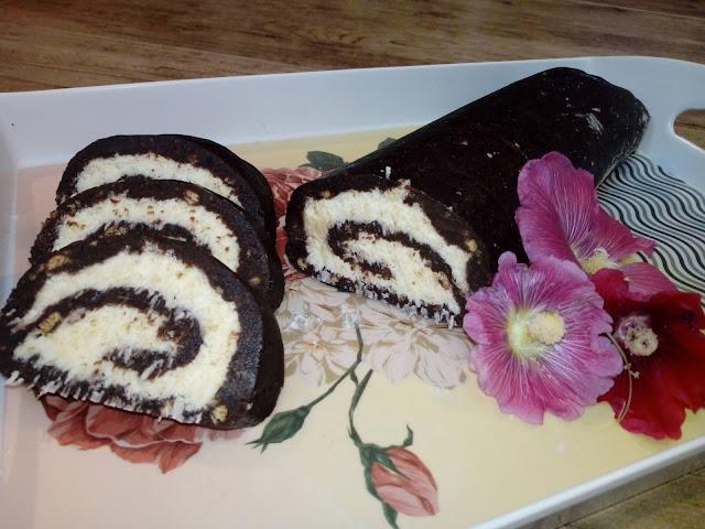 rolada kakaowo kokosowa rolada herbatnikowa ciasto z herbatnikow rolada na zimno rolada bez pieczenia rolada czarnobiala rolada z kremem kokosowym ciasto z prl