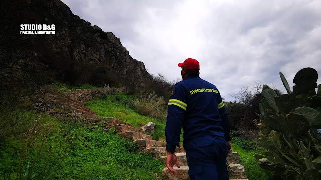 Επιχείρηση της πυροσβεστικής και του ΕΚΑΒ για νεαρή κοπέλα στο Παλαμήδι