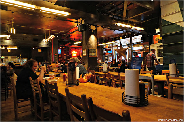Comedor del Hill Country Barbecue Market en Nueva York