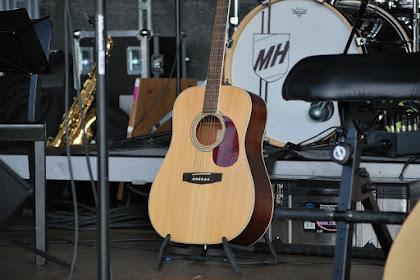 Tips Memilih Gitar Akustik bagi Pemula