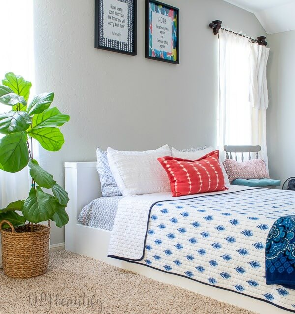 teen girl platform bed with blue and coral
