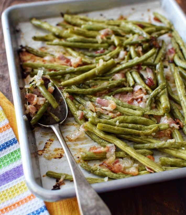 Vainitas asadas (judías verdes) con tocineta y cebolla